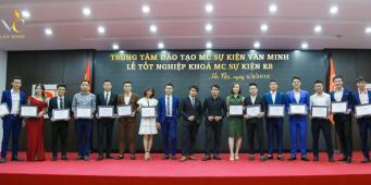 Lễ trao chứng nhận tốt nghiệp lớp MC sự kiện Khóa 8